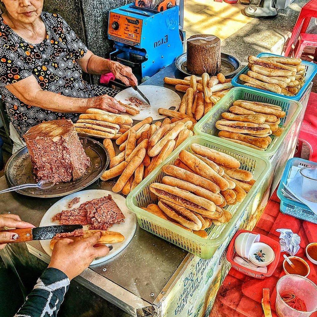 Bánh Mì Cay Bà Già